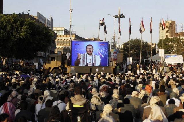 Après avoir fêté la prise de la ville... (PHOTO KHALED ABDULLAH, REUTERS)