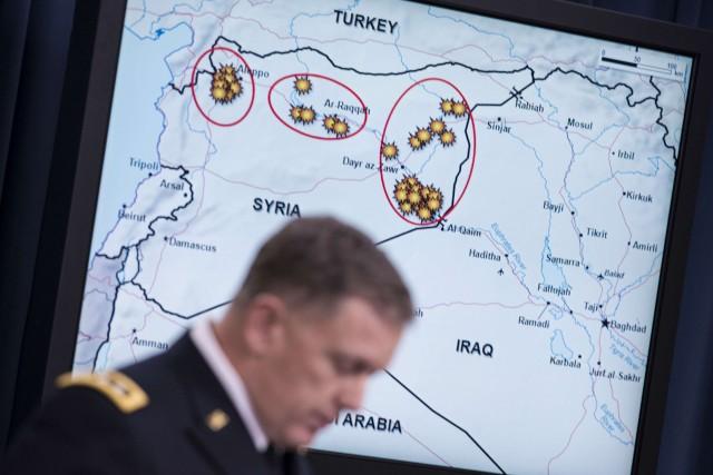 Carte illustrant les endroits où les frappes américaines... (Photo BRENDAN SMIALOWSKI, AFP)