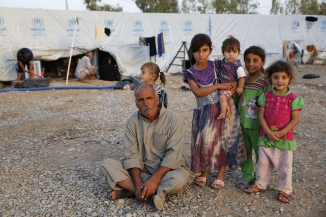 Des réfugiés irakiens, fuyant les violences du groupe... (Photo Reuters)