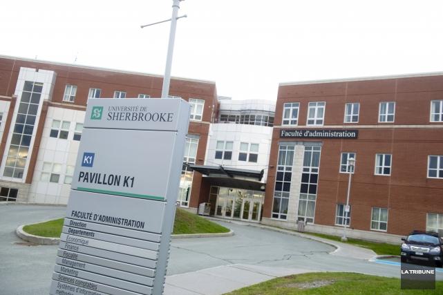 Udes un projet de 12 m sur la planche dessin for Piscine universite sherbrooke