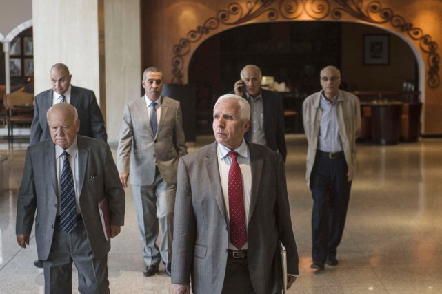 Le chef de la délégation du Fatah Azzam... (PHOTO KHALED DESOUKI, AFP)