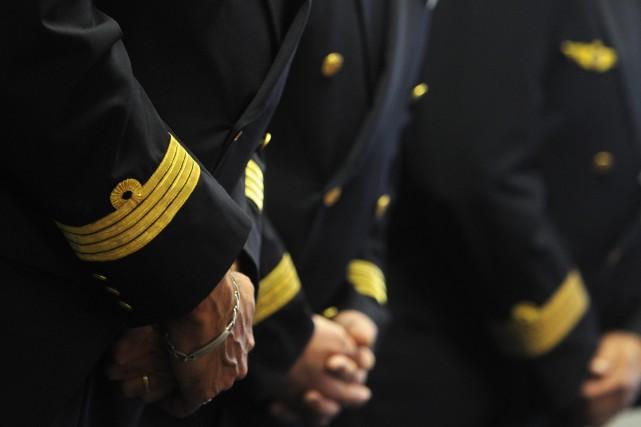La direction d'Air France et les pilotes, opposés au projet de low cost... (Photo DOMINIQUE FAGET, AFP)