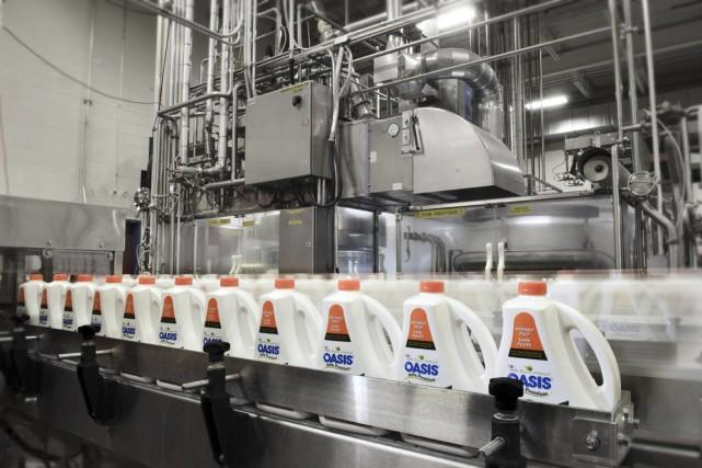 Industries Lassonde utilise 1 milliard de contenants de... (PHOTO FOURNIE PAR INDUSTRIES LASSONDE)