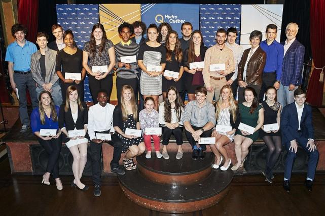 Trente jeunes étudiants-athlètes se sont partagé un montant... (Photo fournie par la Hydro-Québec)