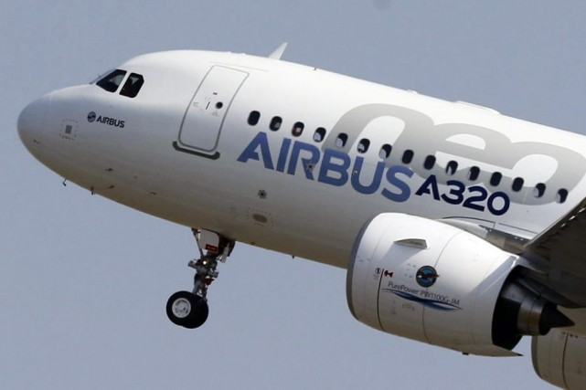 Le premier des huit avions A320neo qui seront... (PHOTO REGIS DUVIGNAU, REUTERS)
