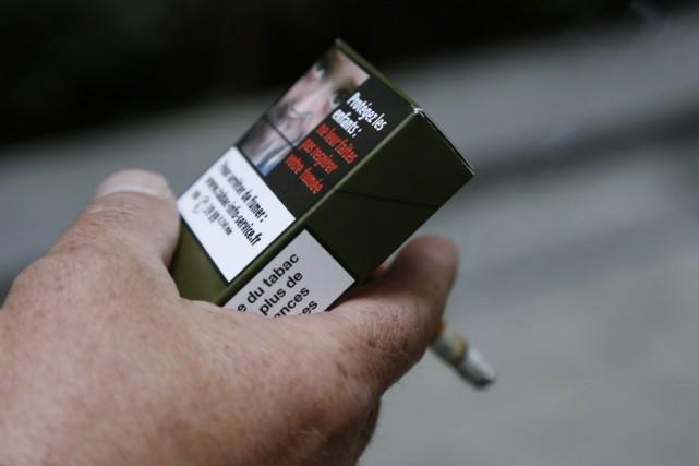 Comme sur cette photo, les paquets de cigarettes... (PHOTO THOMAS SAMSON, AFP)