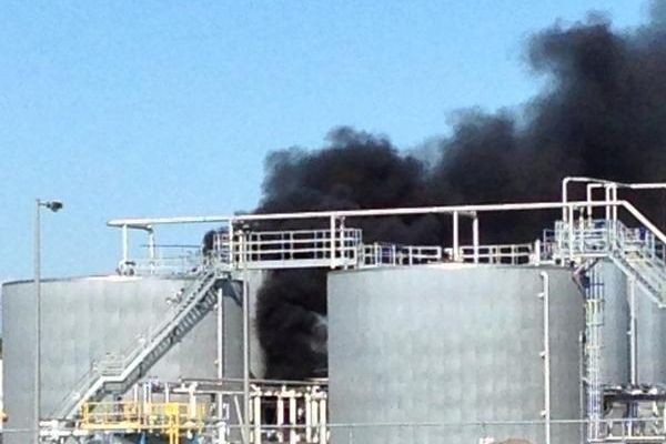 Un incendie a éclaté dans le parc industriel de Bécancour jeudi en milieu... (Photo tirée de Twitter, @YvanMartin)