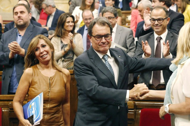 «Samedi, je signerai le décret de convocation de... (PHOTO GUSTAU NACARINO, ARCHIVES REUTERS)