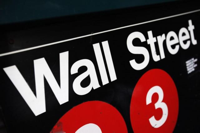 Wall Street a nettement rebondi vendredi, encouragée par la révision en hausse... (Photo Mark Lennihan, AP)
