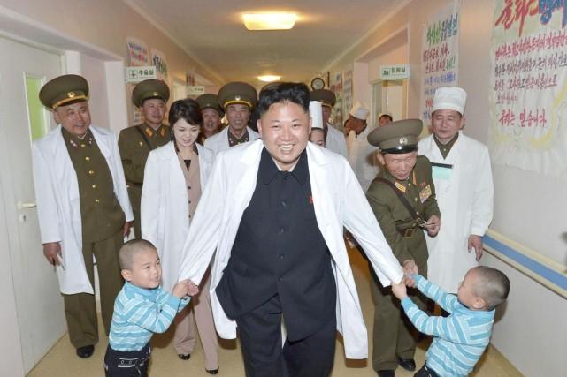 Le leader nord-coréen Kim Jong-un s'amuse ferme avec... (PHOTO ARCHIVES REUTERS/KCNA)