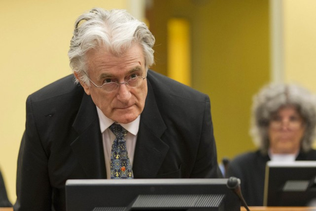 Radovan Karadzic, 69 ans, doit notamment répondre du... (PHOTO MICHAEL KOOREN, ARCHIVES AFP)