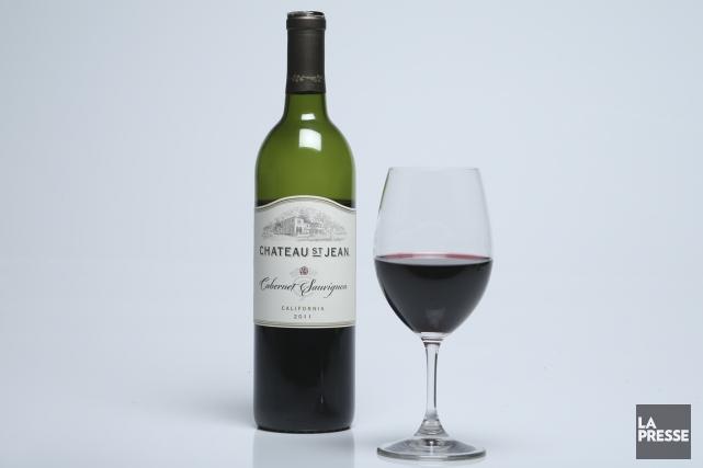 Bien coloré, quoique sans rien d'opaque, ce vin rouge de Californie déploie un... (PHOTO MARTIN CHAMBERLAND, LA PRESSE)
