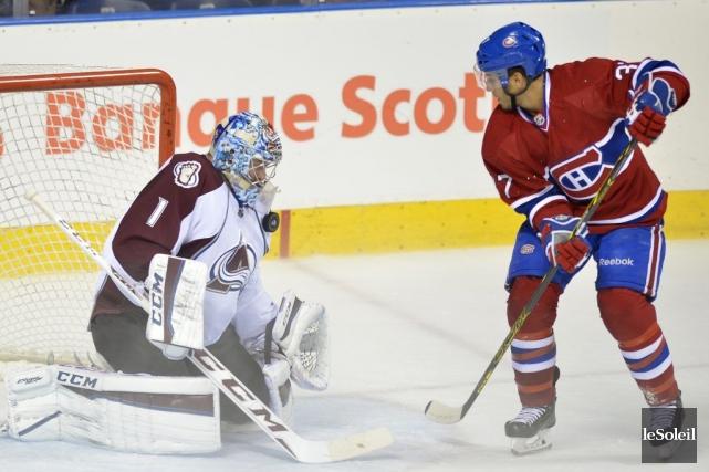 Gabriel Dumont tente de déjouerSemyon Varlamov.... (PHOTO YAN DOUBLET, LE SOLEIL)