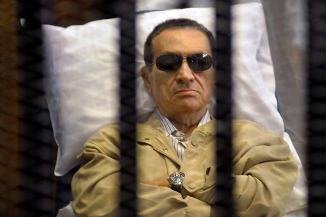 HosniMoubarak est accusé avec ses deux fils d'avoir... (PHOTO ARCHIVES AFP)