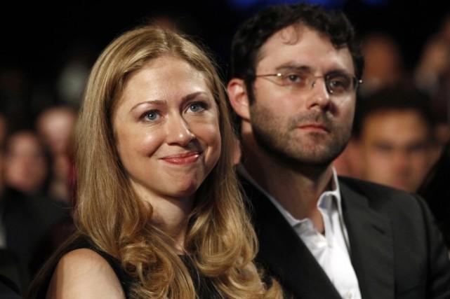Chelsea Clinton et son mari Marc Mezvinsky.... (PHOTO KEVIN LAMARQUE, ARCHIVES REUTERS)