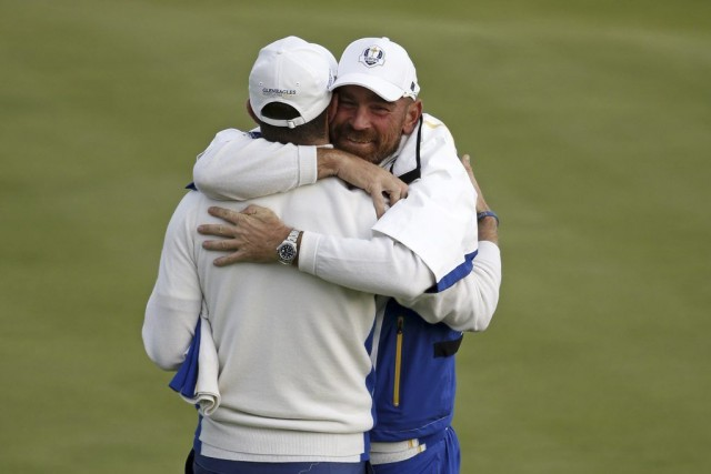 Justin Rose et Thomas Bjorn... (PHOTO ADRIAN DENNIS, AFP)