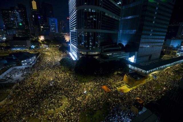 Au total, un millier de personnes ont participé... (PHOTO TYRONE SIU, REUTERS)
