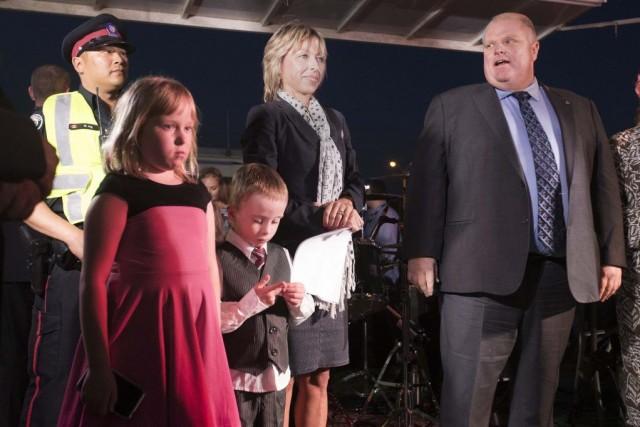 Rob Ford était accompagné de son épouse Renata... (PHOTO MARK BLINCH, REUTERS)