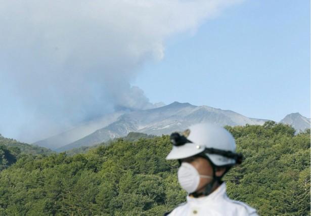 Le volcan Ontake, qui culmine à 3067 mètres... (Photo KYODO, AP)