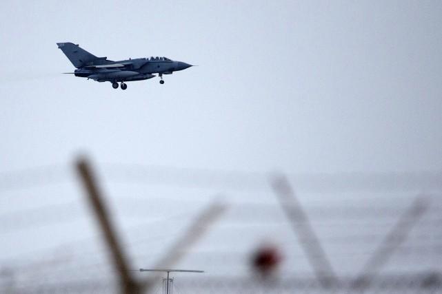 Six chasseurs-bombardiers Tornado de la Royal Air Force,... (Photo AFP)