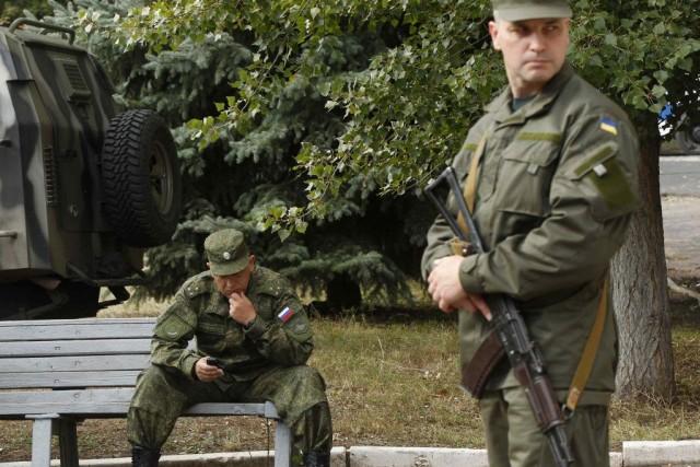 «À 18h00, toutes les armes quelles qu'elles soient... (Photo DAVID MDZINARISHVILI, Reuters)