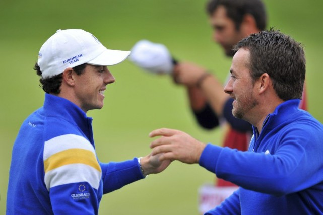Rory McIlroy et Graeme McDowell... (PHOTO GLYN KIRK, AGENCE FRANCE-PRESSE)