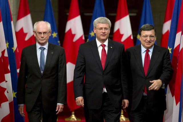 Deux leaders de l'UE, Herman Van Rompuy (à... (Photo: PC)