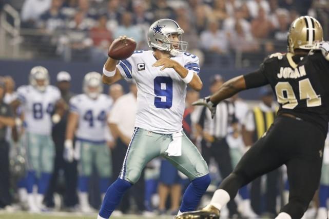 Tony Romo a lancé trois passes de touché, dont deux à Terrance Williams,... (Photo: Reuters)
