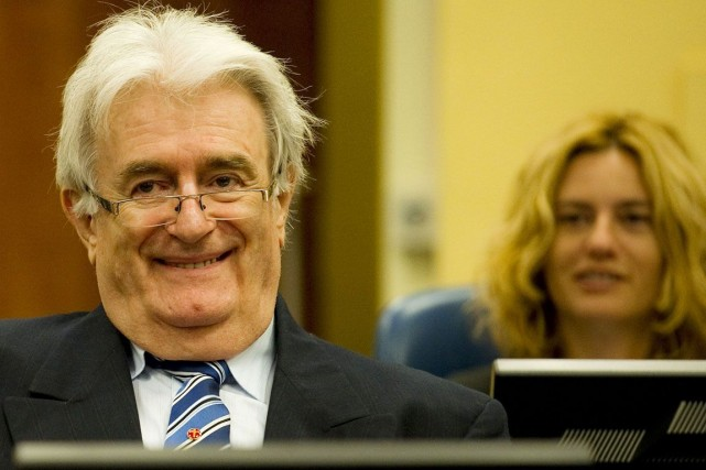 L'ex-chef politique des Serbes de Bosnie,Radovan Karadzic, doit... (PHOTO ROBIN VAN LONKHUIJSEN, AFP)
