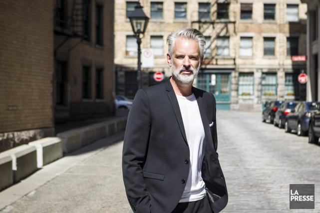 Philippe Dubuc, créateur de mode... (PHOTO OLIVIER PONTBRIAND, LA PRESSE)