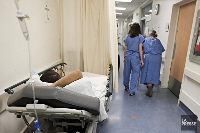 Du côté des infirmières, 20 postes seront supprimés... (PHOTO FRANÇOIS ROY, ARCHIVES LA PRESSE)