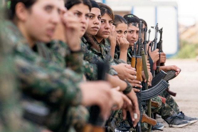 Les femmes forment le tiers des 40000 combattants... (PHOTO ANDREW W. NUNN, COLLABORATION SPÉCIALE)