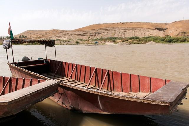 Sur le Tigre, cette barque rouillée sert de... (PHOTO ANDRE W. NUNN, COLLABORATION SPÉCIALE)