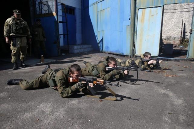 Selon l'ONU, le conflit dans l'est de l'Ukraine... (PHOTO DARKO VOJINOVIC, AP)