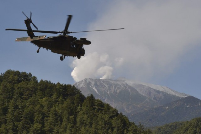 Mardi matin, les jets de gaz en sortie... (Photo AFP)