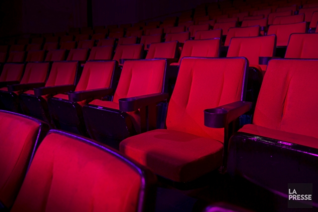 Les places disponibles pour des spectacles payants ont... (Photo Shutterstock, Fer Gregory)