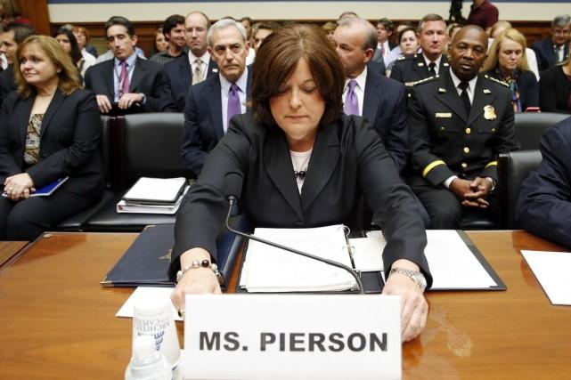 Julia Pierson, qui dirige depuis mars 2013 le... (PHOTO KEVIN LAMARQUE, ARCHIVES REUTERS)