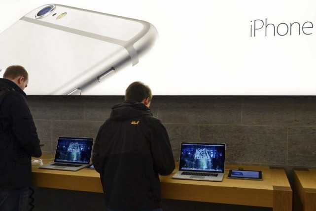 Lors du lancement de l'iPhone 6 et de... (PHOTO PETER STEFFEN, AFP)