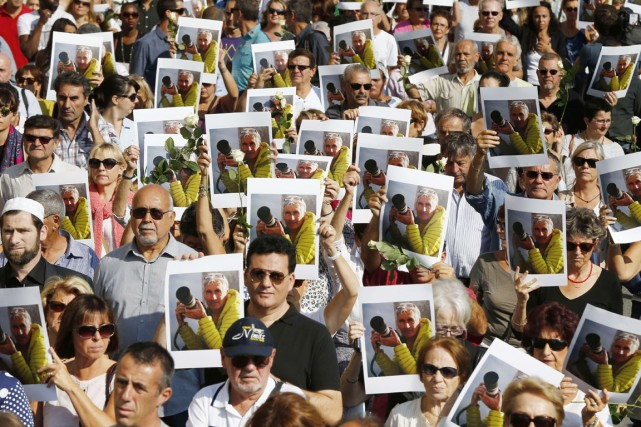 Des milliers de personnes sont descendues dans les... (PHOTO VALERY HACHE, ARCHIVES AFP)