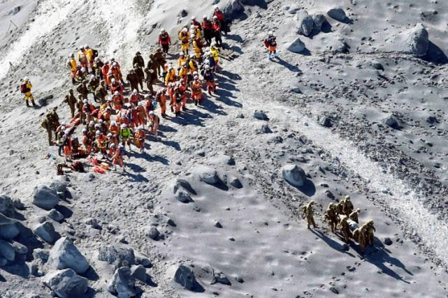 Les équipes de secours (plusieurs centaines de soldats,... (Photo: Reuters)
