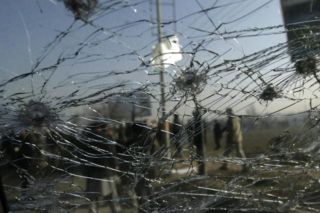 Deux attentats suicide, revendiqués par les talibans, ont visé des bus de... (Archives AP)