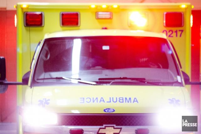 Un individu a été conduit à l'hôpital pour... (Archives La Presse)