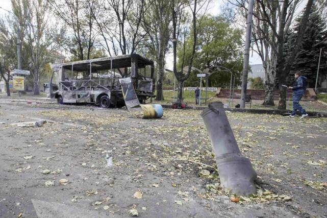 Une roquette s'est abattue vers 10h sur un... (PHOTO SHAMIL ZHUMATOV, REUTERS)