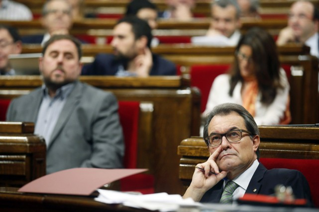 Les parlementaires ont validé la composition d'une commission... (PHOTO ALBERT GEA, REUTERS)