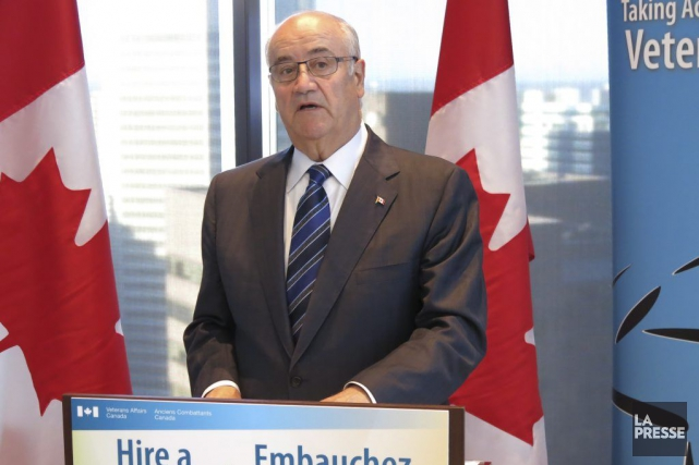 Le ministre des Anciens Combattants, Julian Fantino.... (Photo Bill Graveland, Archives PC)
