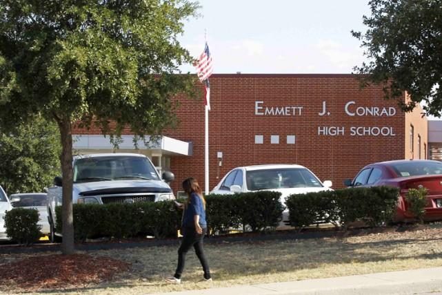 Le directeur de l'école secondaire Emmett J. Conrad... (Archives Reuters)