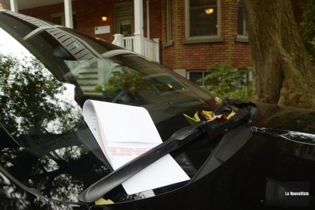 Des dizaines de véhicules ont reçu une contravention... (Photo: Sylvain Mayer, Le Nouvelliste)