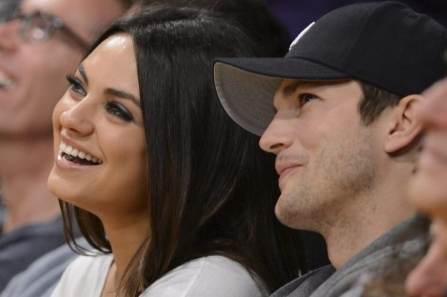 Mila Kunis et Ashton Kutcher lors d'un match... (Photo: archives AFP)