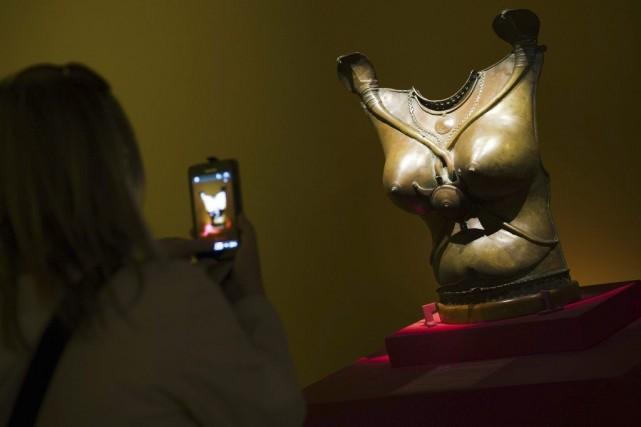 Une sculpture de l'exposition Kama-Sutra: Spiritualité et érotisme... (Photo: AFP)