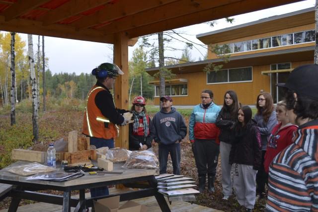 «Viens vivre la forêt» permet aux étudiants de... ((Photo Louis Potvin))